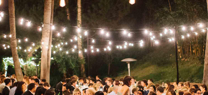 Outdoor wedding reception lighting tips werenttablescom for Outdoor wedding reception lighting